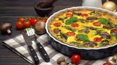 грибы : Baked homemade quiche pie in ceramic baking form Стоковые видеозаписи
