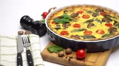turta : Baked homemade quiche pie in ceramic baking form Stok Video