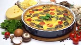 lanche : Baked homemade quiche pie in ceramic baking form, eggs and cream