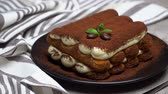 grano de cafe : Classic tiramisu dessert and savoiardi cookies on ceramic plate on concrete background