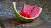 melão : Stop motion of watermelon cut on a chopping board