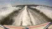 точка зрения : Boat Wake POV. the view from the back of a motor boat. you can see exhaust from the engine Стоковые видеозаписи