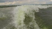 точка зрения : Boat Wake Slow Motion. filming perspective of a boat wake forming on the water in slow motion