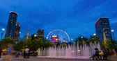 неузнаваемый : Downtown Atlanta Fountain Time Lapse. a moving time lapse of downtown Atlanta Olympic fountain show, with ferris wheel in background.