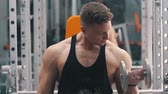 бицепс : Young man hard training biceps muscles in gym