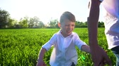 hayal : little boy walking on the green field with his father Stok Video