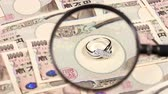 заметка : Japanese yen bill and magnifying glass and jewelry Стоковые видеозаписи