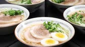 comida chinesa : Japanese ramen  reflecting in the mirror