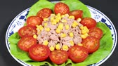 enlatado : Tuna and vegetable salad