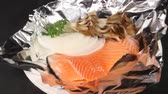 verdura : Salmon and vegetables on foil