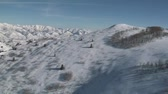 горная вершина : aerial shot of snowy ridge and mountains