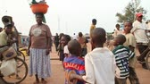 walking through African marketplace with children Wideo