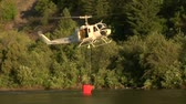 климат : firefighting helicopter collects water from river Стоковые видеозаписи