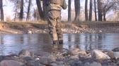 rybář :  waist down shot of fly fisherman standing in water Dostupné videozáznamy