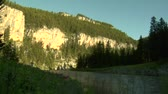 faaliyetler : Timelapse of river and mountains