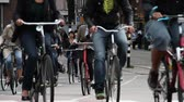 bisiklete binme : people ride bikes in Amsterdam Stok Video