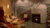 luksus : couple relaxes in European spa with fireplace