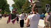 vlajka : Steadicam with flag girls in parade