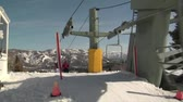 faaliyetler : Chairlift lets skiiers off at top of hill
