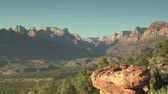 distante : Shot of distant scenic vista in Zions Natl Park Stock Footage