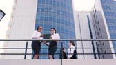 çatı katı : Business people standing on terrace of office building in the center of city and doing their business
