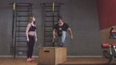 construção muscular : Crossfit fitness workout group woman and man at gym