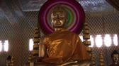 буддист : Gold Buddha Staue in Cambodia