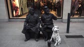 pelerin : Living statues in the streets of Dublin Stok Video