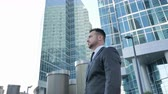 investidor : Confident Businessman in Suit Standing Outside Office
