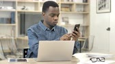 felcsavar : African Man Using Smartphone and Laptop