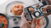 освещение : Female hands take photos of food by modern smartphone. Closeup. 4K. Стоковые видеозаписи