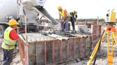 плиты : Zrenjanin, Vojvodina, Serbia - April 30, 2015: Workers at building site are pouring concrete in mold from mixer truck. Стоковые видеозаписи
