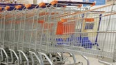 débito : Trolley in the supermarket
