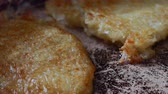 баварский : cook of golden crispy potato pancakes in a frying pan