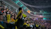 controlador : MOSCOW, RUSSIA - OCTOBER 27 2018: EPICENTER Counter Strike: Global Offensive esports event. Happy beautiful girl fan at arena with team NaVi flag. Cheering with a hands raised and smiling. Vídeos