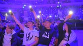 competitivo : MOSCOW, RUSSIA - 14th SEPTEMBER 2019: esports Counter-Strike: Global Offensive event. Fans on a tribunes cheering and supporting thier favorite teams with phones lights. Vídeos