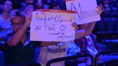 competitivo : MOSCOW - SEPTEMBER 14 2019: esports Counter-Strike: Global Offensive event. Fans on a tribunes with posters supporting their favorite team. Vídeos