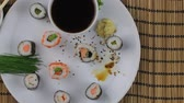 лосось : Sushi set, Japanese food. Sushi rolls. Sushi menu. Flat design Top view.
