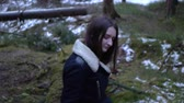 лес : Girl in the forest, fallen tree, high bitrate Стоковые видеозаписи