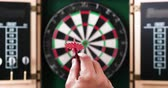 ダーツ : 4K - Hand throws a dart into dartboard