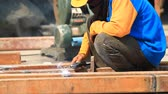 técnica : Steel Workers welding, grinding, cutting in metal industry