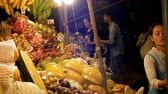 specialita : Asian Night Food Market with Exotic Fruits and Vegetables. Thailand. Jomtien, Pattaya.