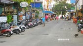 beira da estrada : The streets of Thailand. People ride motorcycles. Roadside cafes and restaurants. Pattaya