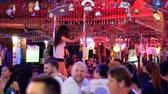 striptýz : Pattaya Walking Street. Striptease bars and go-go dances. Thailand.