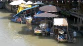 retailer : Pattaya Floating Market. Sellers with goods on boats in the water. Thailand, Asia