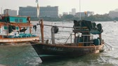 тянуть : Many different old wooden fishing boats at the pier. Thailand. Asia. Pattaya Стоковые видеозаписи