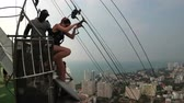 ugró : Extreme Jump from the Pattaya City Tower. Woman goes down the cable from the roof Stock mozgókép