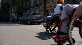 sakatlık : People in wheelchairs athletes participating in the marathon. Slow Motion