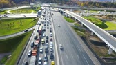 congestionamento : Drone flies over the road urban junction. Highway in Moscow. Birds eye view.