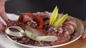 servir : Dish with smoked meat put on the table. slow motion